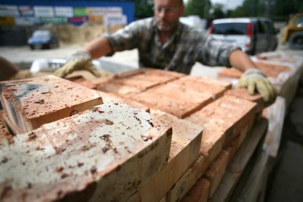 Materiały budowlane: hamowanie z inwestycjami