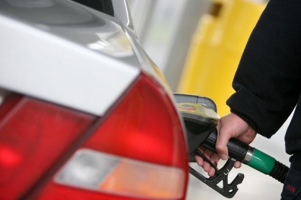 Zobacz ile podatków jest w litrze kupionej benzyny