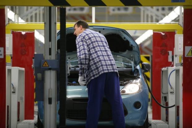 Polski rząd nie spieszy się z pomocą fabrykom aut