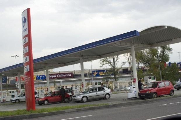 Na kryzysie skorzystają stacje paliw przy marketach