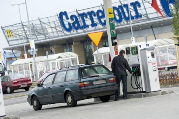 Carrefour dominuje wśród stacji marketowych