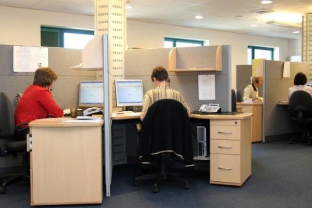 Gorące biurka i open space - sposób na łagodzenie skutków kryzysu?