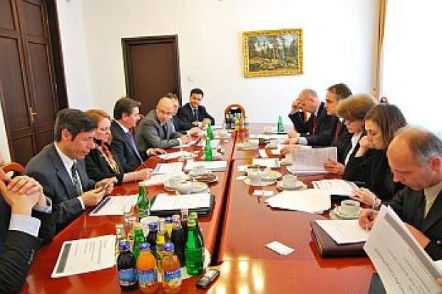 W Ministerstwie Gospodarki z GM o sytuacji motoprzemysłu