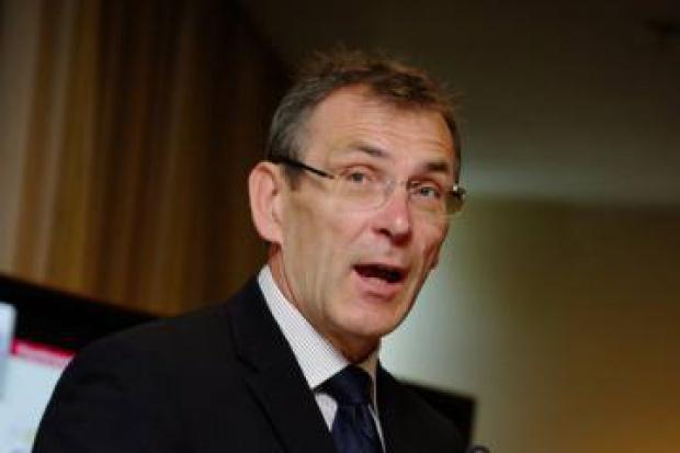Piebalgs: UE chce zwiększyć solidarność energetyczną
