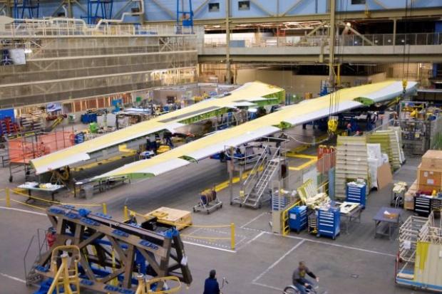 Boeing zakończył montaż pierwszej pary innowacyjnych skrzydeł dla B747-8