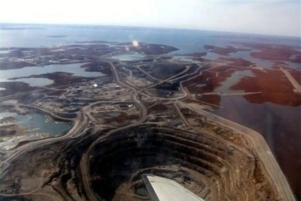 Z powodu kryzysu De Beers zmniejszył o 90 proc. wydobycie diamentów