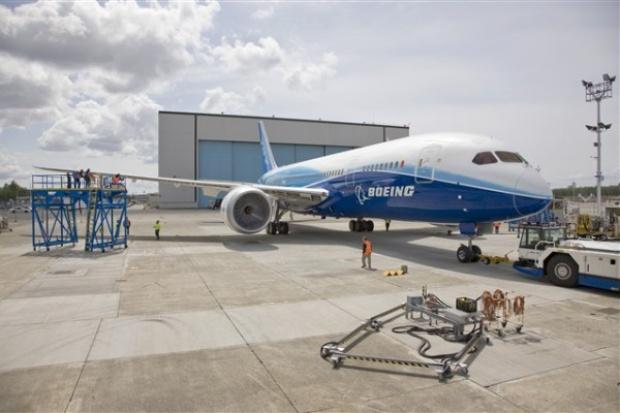 Boeing 787 Dreamliner już na płycie lotniska