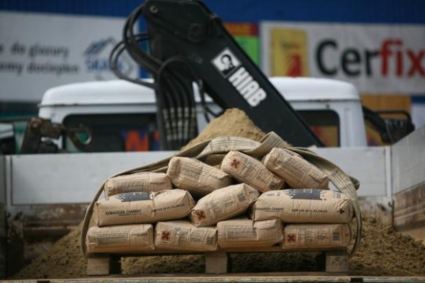 Sprzedaż cementu spadła o 25 proc.