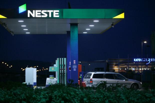 Spada tempo rozwoju sieci Neste
