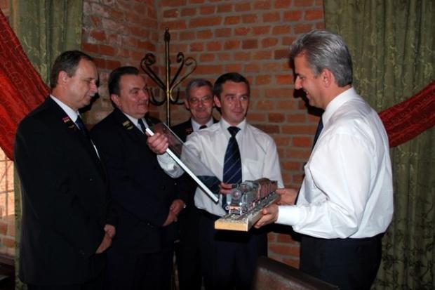 Minister Cezary Grabarczyk dostał parowóz