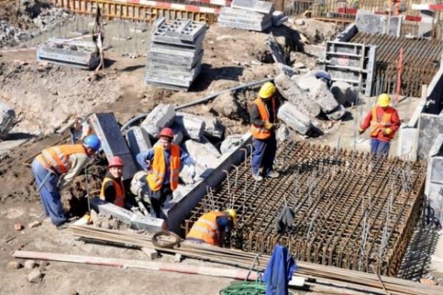Ruszają kolejne dostawy wyrobów stalowych do budowy stadionów