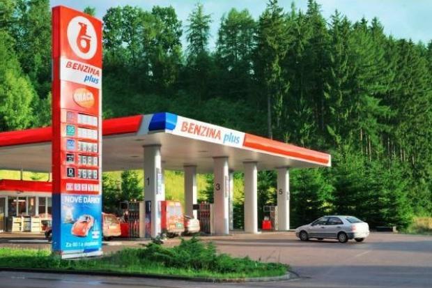 Benzina odbudowuje sprzedaż