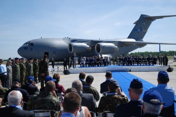Pierwszy Boeing C-17 dołączył do Międzynarodowej Jednostki Transportu Powietrznego (Heavy Airlift Wing - HAW)