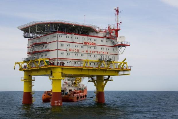 Łukoil rozpoczął transport platformy na Morze Kaspijskie