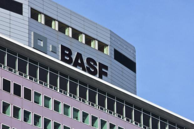 Zyski BASF spadły o ponad połowę