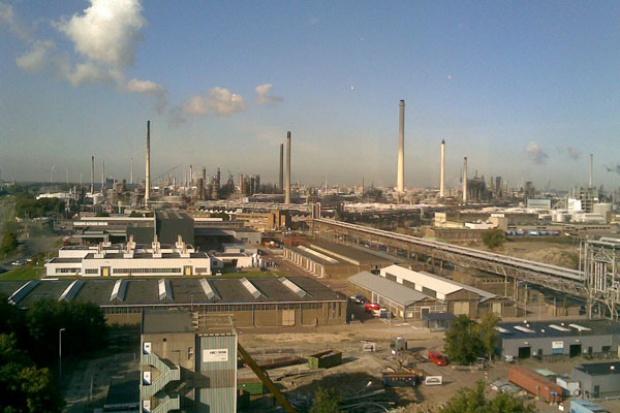 Shell rozbudowuje rafinerię w Holandii