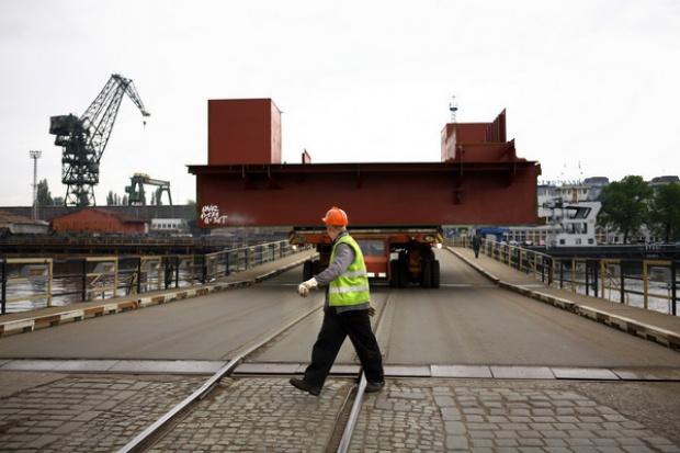 590 mln zł na odprawy dla stoczniowców