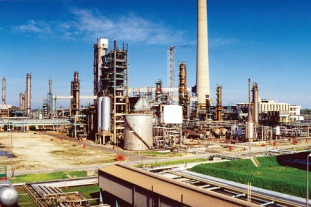 Małe szanse na dalszą konsolidację nafty w regionie