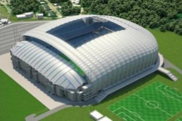 Na poznańskim stadionie tysiące ton stali idą w górę