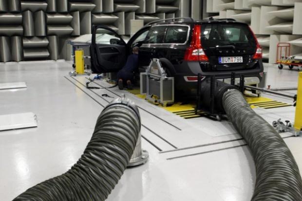 Auto hybrydowe i elektryczne musi być słyszalne