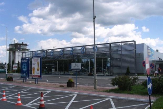 Powiększony terminal odlotów na lotnisku w Jasionce