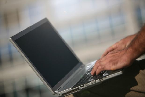 Komputronik zarabia dzięki sprzedaży komputerów przenośnych