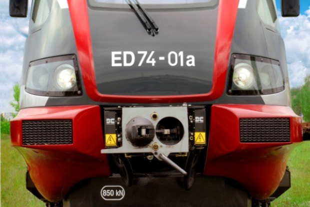 Podwójne składy ED 74 wracają na tory