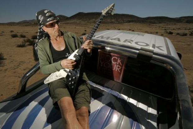 """Lider """"The Scorpions"""" testował Amaroka na trasie Rajdu Dakar."""