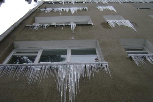 Nadzór budowalny: właściciele budynków odpowiadają za usuwanie śniegu i sopli
