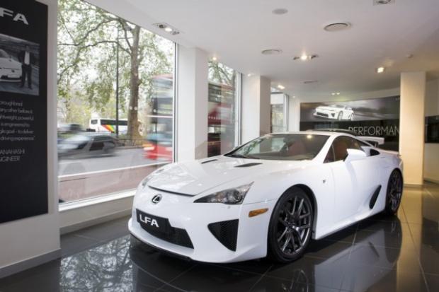 Zaskakujące zainteresowanie Lexusem LFA