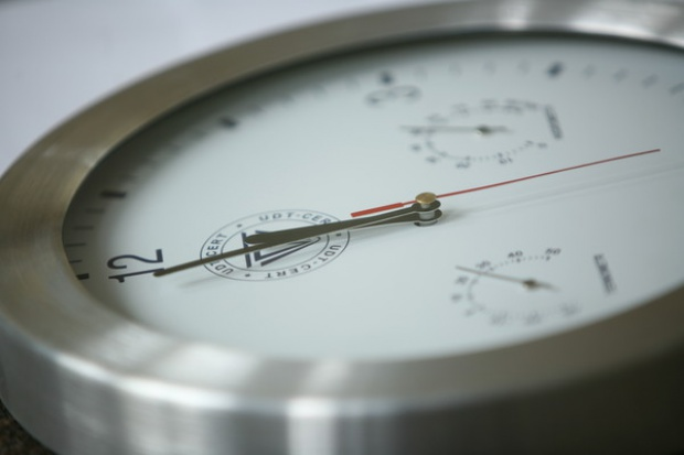 Biznes do Chaveza: popchnij zegar o pół godziny