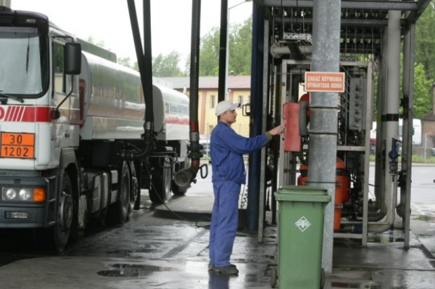 Na stacjach paliw drożej
