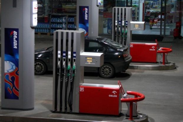 Stacji paliw będzie ubywać