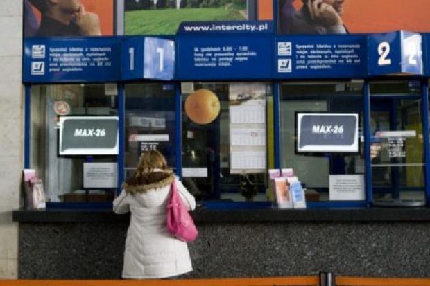 Przewozy Regionalne odmawiają opuszczenia kas na dworcach