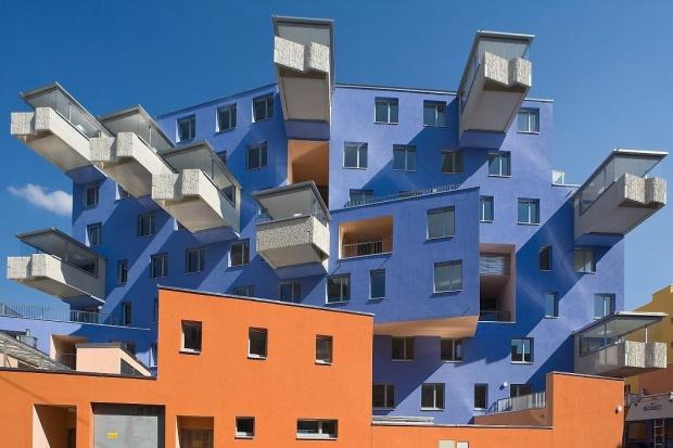 Niskoenergetyczny dom z fantazyjnymi balkonami