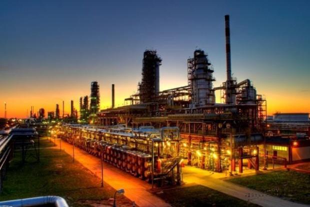 POPiHN: krajowe dostawy ropy do rafinerii wystarczą na 12 dni