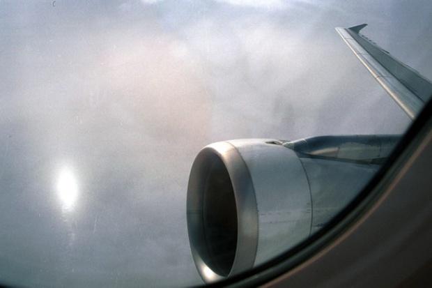 Linie lotnicze muszą ograniczyć emisje CO2 o 50 proc.