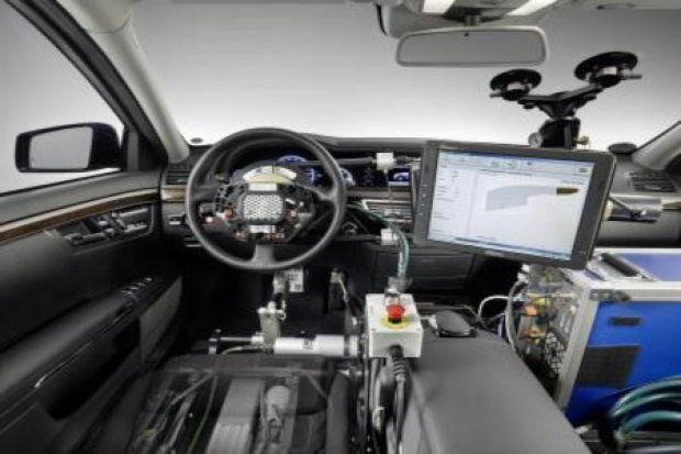 Automatyczny kierowca testuje mercedesy