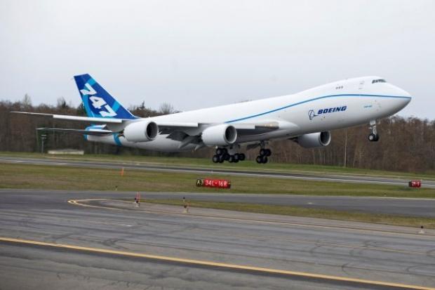 Przemysł lotniczy coraz odważniej spogląda na biopaliwa