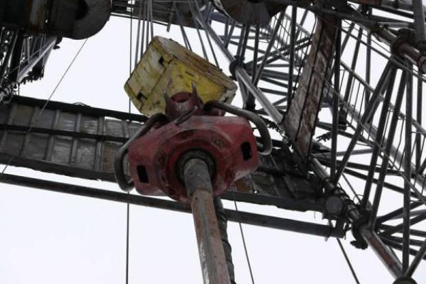 Ropa naftowa drożeje z powodu polityki Chin wobec juana