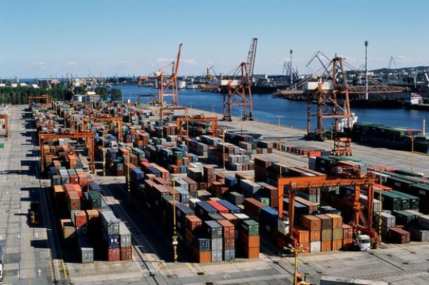 Logistyczny gigant z Hongkongu będzie zawijał do Gdyni