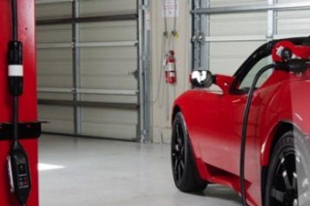 Tesla, producent samochodów elektrycznych, dał zarobić w jeden dzień 40 proc.