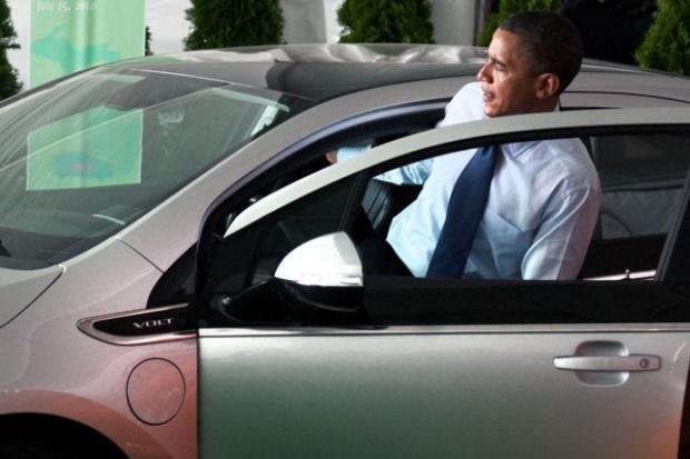 Barack Obama po raz pierwszy za kierownicą Chevroleta Volta