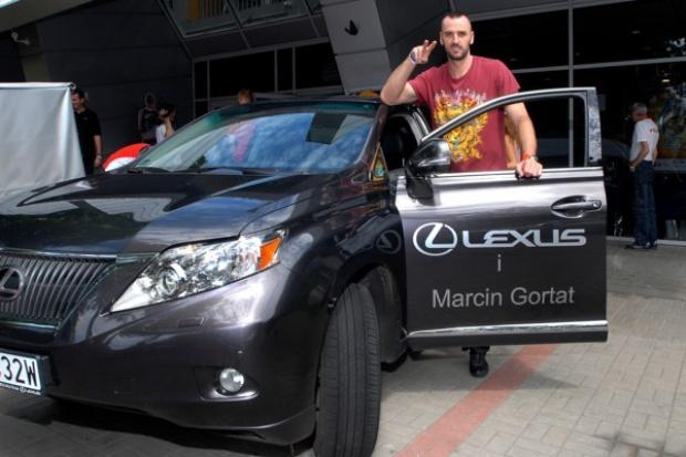 Marcin Gortat ponownie wybrał Lexusa