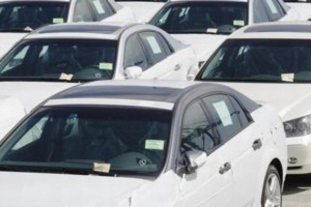 Sprzedaż aut osobowych i dostawczych: wyhamowanie spadków