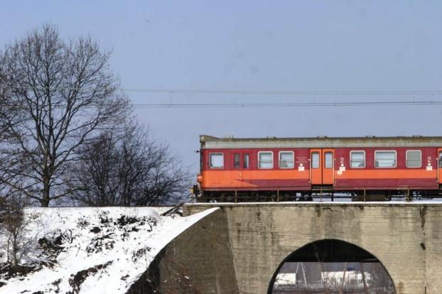 Nadal mniej pasażerów na kolei