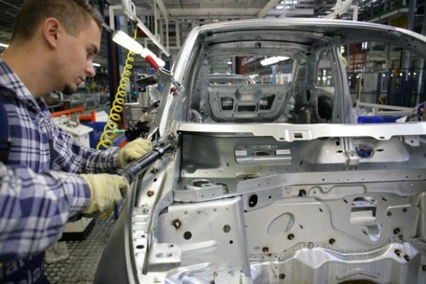 Spadek produkcji samochodów osobowych i dostawczych