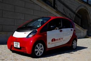 Amsterdam zaprosił mieszkańców na test elektrycznego auta