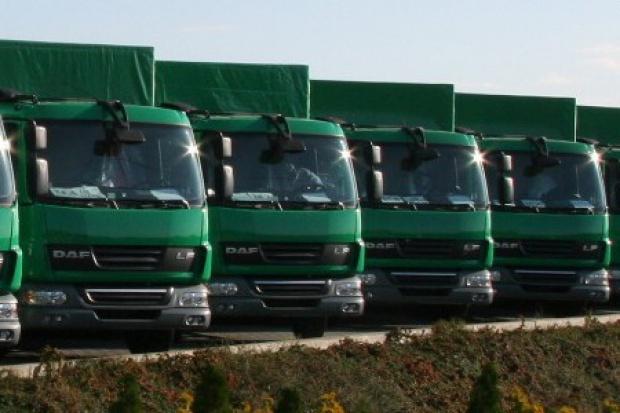Auta ciężarowe w Polsce: spadki hamują ale nie ustępują