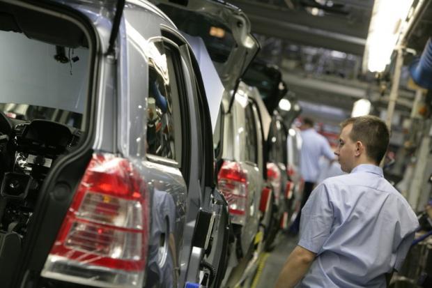 Spadek produkcji samochodów osobowych w sierpniu